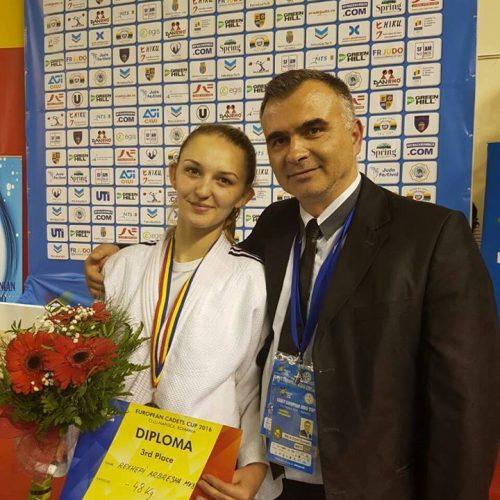 Arbresha sjell medaljen historike në Maqedoni