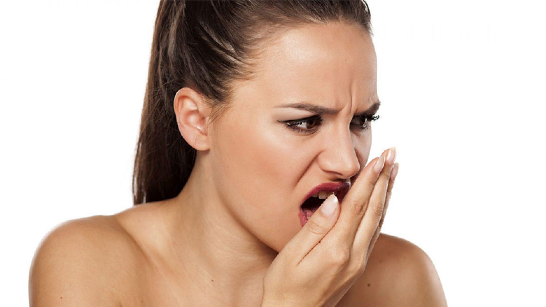 Këta janë shkaktarët e erës së keqe të gojës: Ndonjë me siguri do t'ju befasojë!