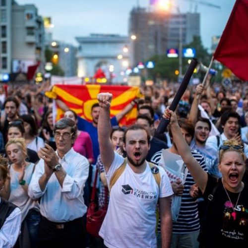 """""""Pa drejtësi, nuk ka qetësi"""" – Shqiptarët u bashkohen protestave kundër pushtetit në Maqedoni"""