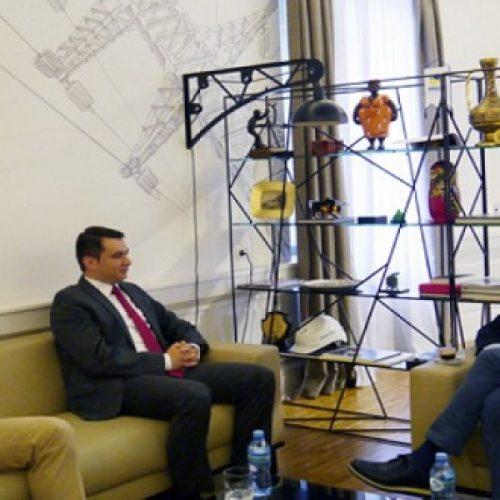 """Ministri Gjiknuri takon ministrin Kuçi, """"Me rëndësi interkonjeksioni me Maqedoninë"""""""
