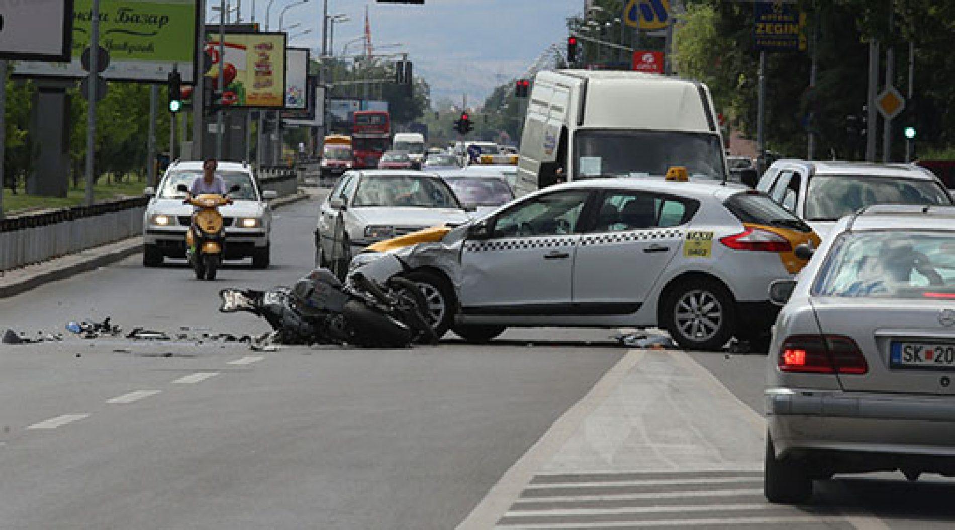 13 persona të lënduar në 11 aksidente dje në Shkup