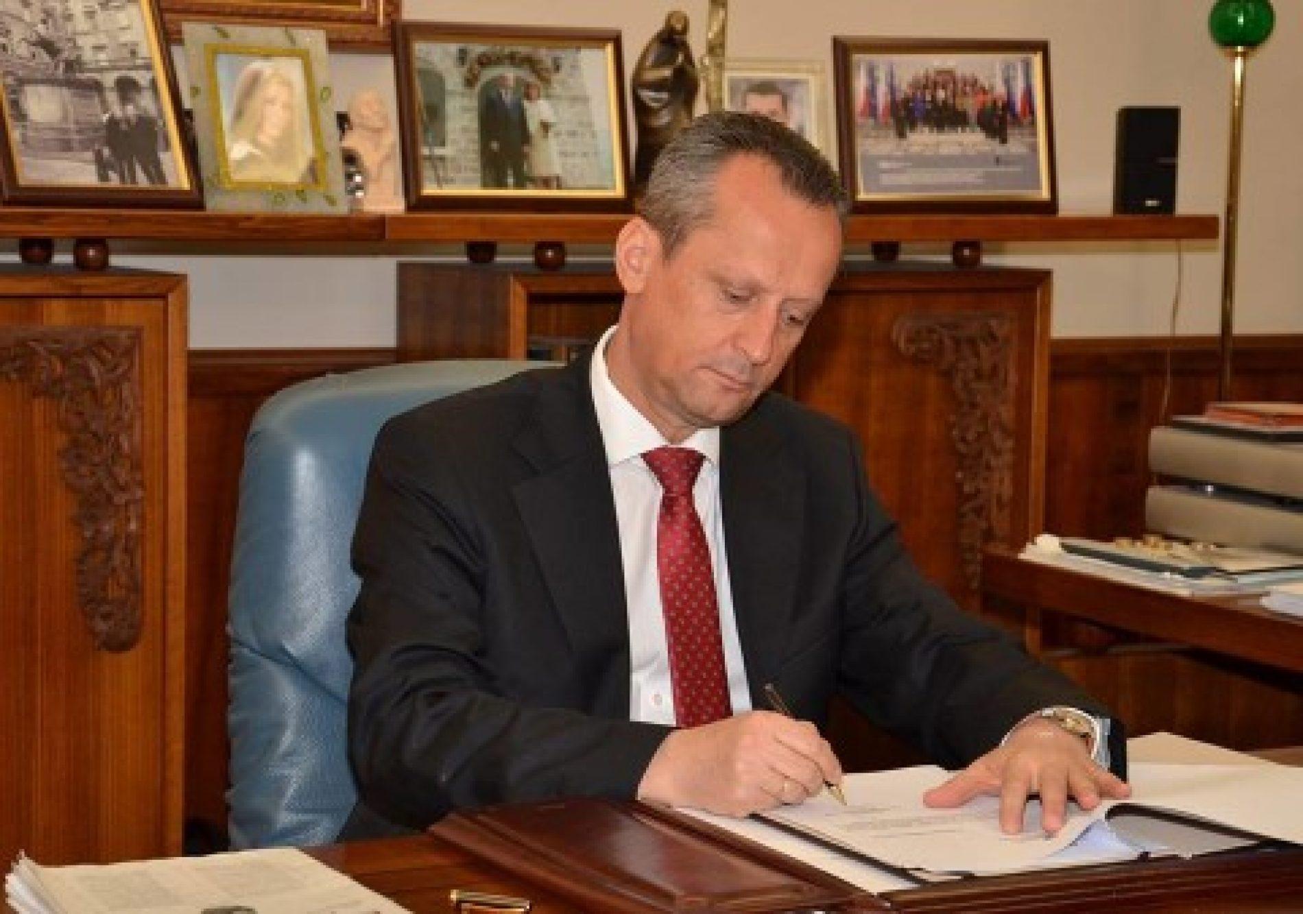 Veljanoski sot do t'i shpallë zgjedhjet e parakohshme parlamentare