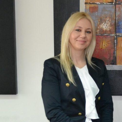 Shyrete Elezi mori funksionin e ministres së vetëqeverisjes lokale
