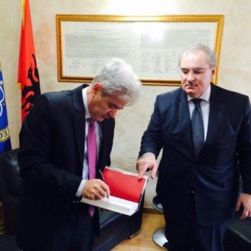 Ahmeti priti ambasadorin turk në Maqedoni Omur Sholendil