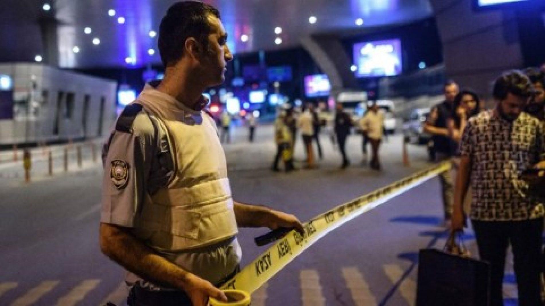 Kjo fotografi pas sulmit në Stamboll do t'iu mbushë sytë me lot (Foto)