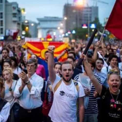LIVE: Shkup, gjuhet drejtë Ministrisë së drejtësisë (VIDEO-FOTO)