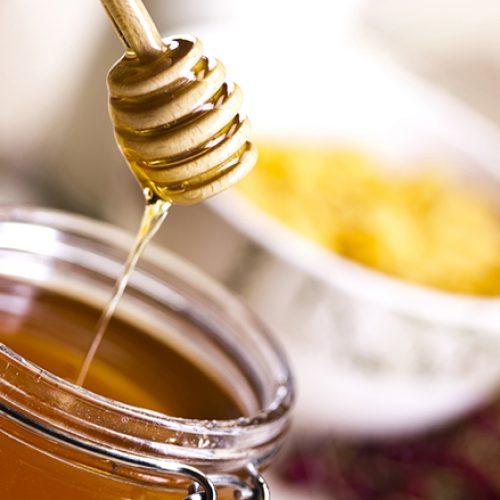 10 mënyrat që ta dalloni mjaltin e vërtetë natyror