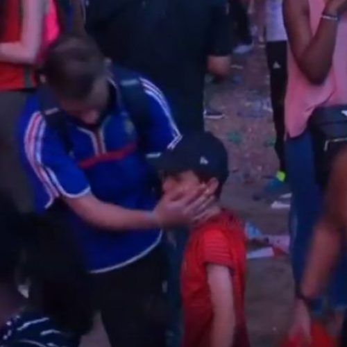 Ana emocionuese e futbollit: Fëmija portugez ngushëllon tifozin francez (Video)