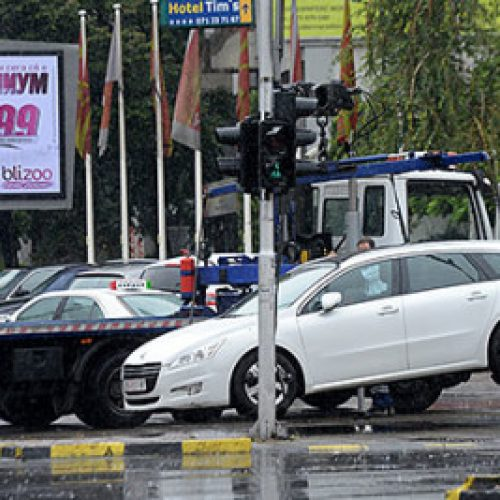 """Shkup, dhjetë aksidente dje në Shkup, """"karrotreci"""" largon 89 automjete"""