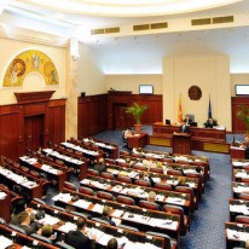 Partitë filluan me licitimin: Takim liderësh, qeveria kalimtare e më pas zgjedhje të reja?