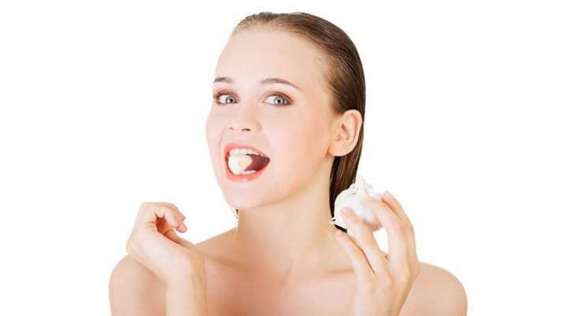 Çfarë ndodh nëse mbani në gojë një thelbi hudhër për 15 minuta
