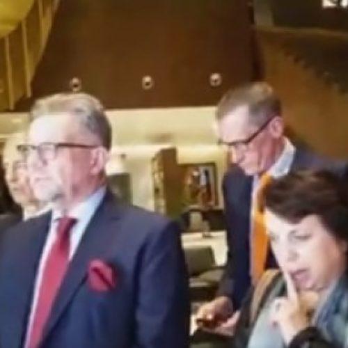 Ambasadorët e huaj: Është koha për dialog, jo për dhunë