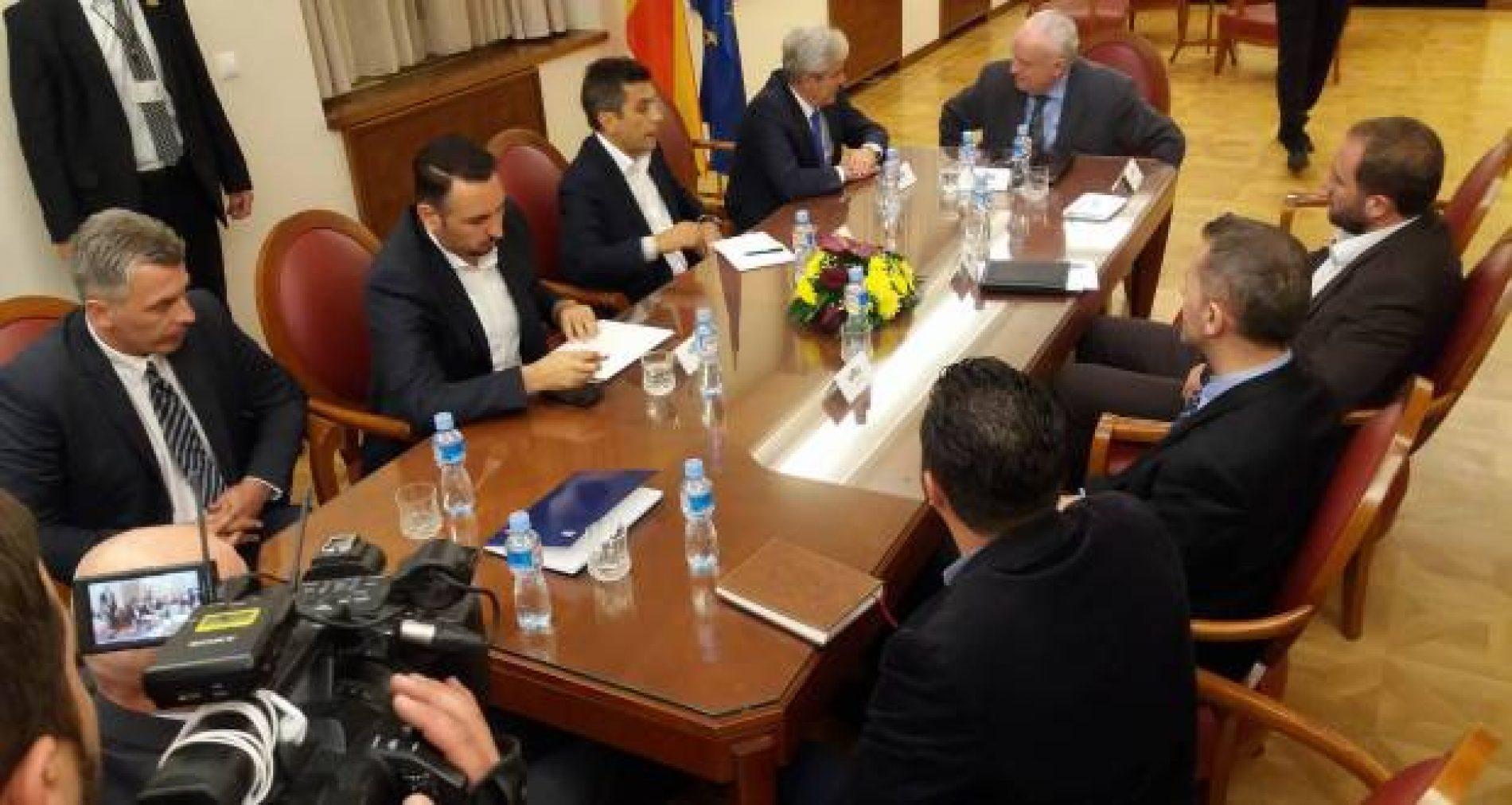 Filloi takimi i liderëve i thirrur nga Gëzim Ostreni