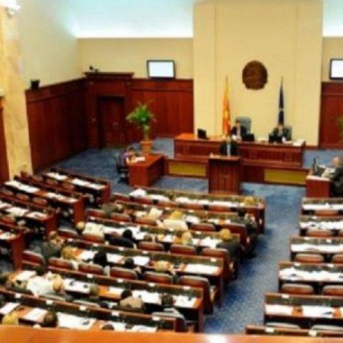 Dy javë ndërprerje, rikthehen punimet në Kuvend