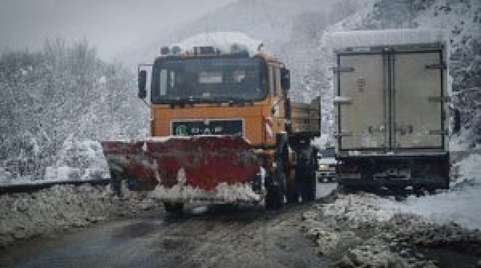 Ndalesë për kamionët në rrugën Strugë – Qafëthanë